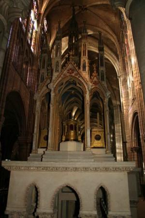 Altar con los relicarios de los Santos. Basílica de Saint Denis, París (Francia).