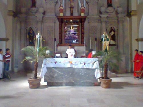 Altar mayor del templo de Nuestra Señora de la Natividad de Cunduacán. Fotografía del grupo de Monaguillos de la Parroquia de la Natividad de María.
