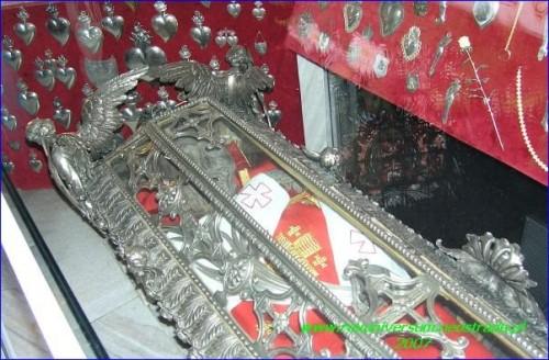Detalle del rostro momificado del Santo.