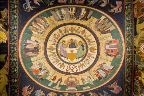 La Santísima Trinidad. Fresco en la bóveda de la catedral ortodoxo rumana de Nuremberg, Alemania.