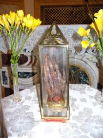Mano de la Santa en el convento de las dominicas de Nápoles, Italia.