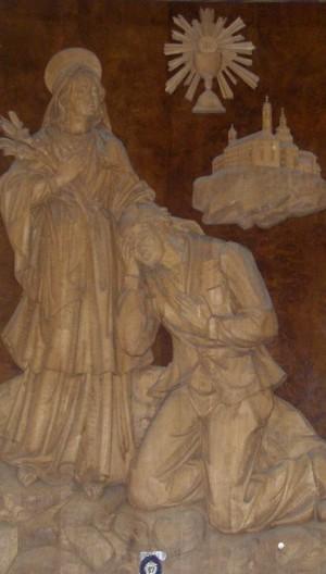 Santa María Goretti perdona a Alessandro Serenelli. Relieve contemporáneo en madera. Parroquia de Senigallia, Italia.