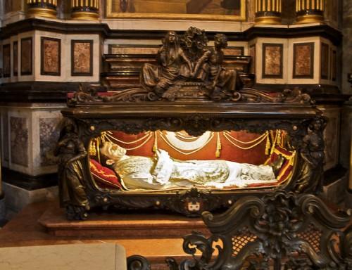 Vista del sepulcro del Santo. Iglesia de la Consolata, Turín (Italia).