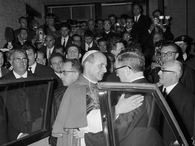 El Santo encontrándose con el Beato Pablo VI, papa.