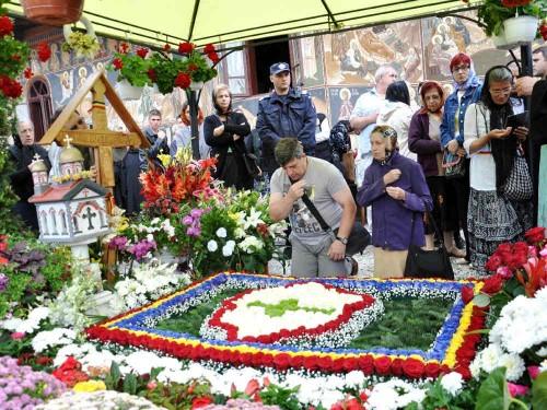 40 días de réquiem ante el sepulcro del padre Iustin Pârvu.