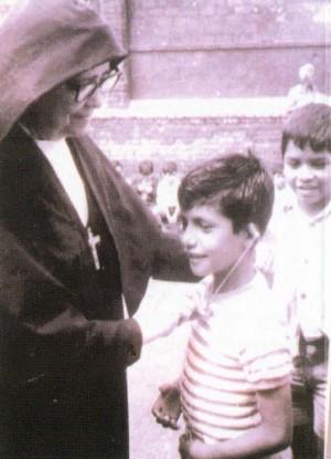 La Beata con uno de sus alumnos.