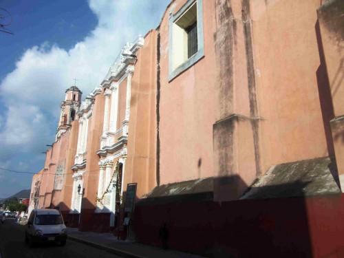 Exterior del Templo del Exconvento de Sta. Clara de Asís,  Cdad. de Atlixco, Puebla (México).