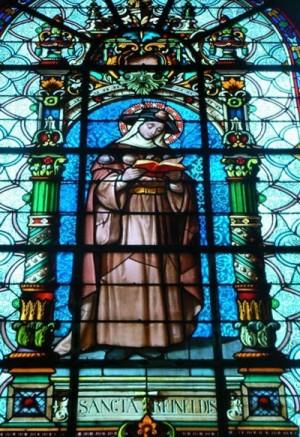 Vidriera de la Santa en la iglesia de San Wasnon, Condé (Francia).