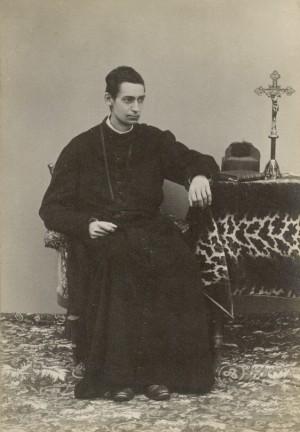 El Beato, de sacerdote.