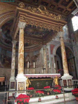 Sepulcro de los mártires, bajo el altar mayor. Basílica de San Nicola in Carcere, Roma (Italia).