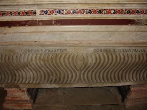 Sarcófago con los cuerpos de las mártires. Iglesia de Santa Práxedes, Roma (Italia).