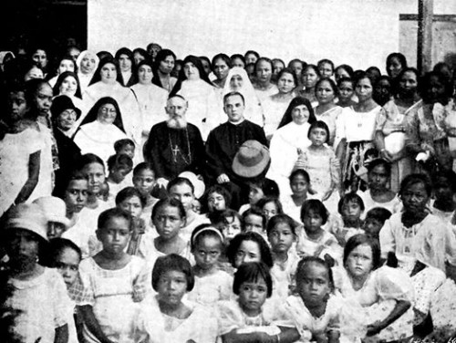 Fotografía de la Beata en la misión de Saipán, Islas Marianas.
