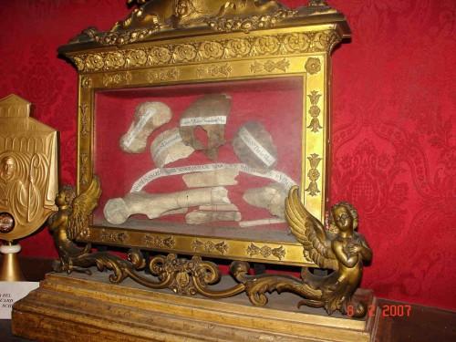 Fragmento del cráneo de la Santa -hueso superior- en la Basílica de San Pablo Extramuros, Roma (Italia).