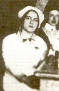 Edith con el uniforme de auxiliar de la Cruz Roja. Fotografía de 1915.