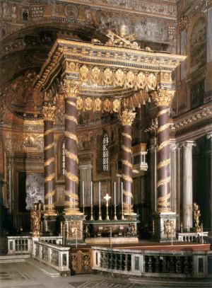 Vista del baldaquino barroco en el altar mayor de la Basílica de Santa María la Mayor, Roma (Italia).