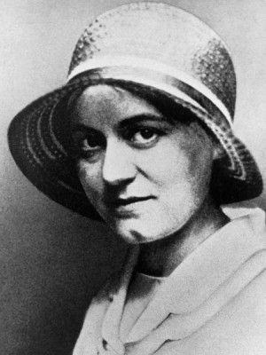 Edith fotografiada hacia el año 1920.