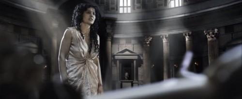 A pesar de haber sido maltratada, Catalina (Nicole Keniheart) se enfrenta a los sabios y eruditos de Roma y los vence en lid dialéctica.