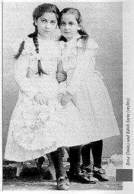 Edith, fotografiada de niña con su hermana Erna, a la que siempre estuvo muy unida.