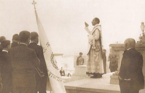 El Beato Gonzalo Barrón en uno de sus multitudinarios sermones. Cerro de los Angeles, Madrid (España).