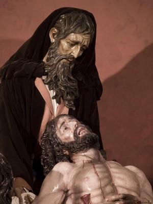 Imagen de San José de Arimatea con el cuerpo de Cristo. Hermandad de Santa Marta, Sevilla (España).