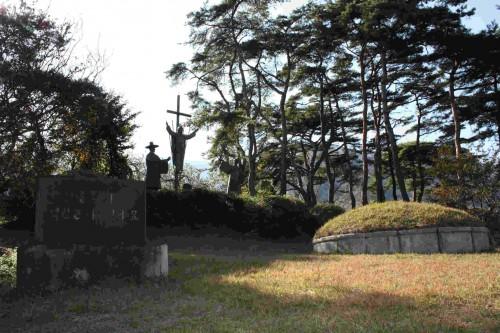 Tumba del Beato Matias Pak Sang-geun, seglar mártir en 1867. Diócesis de Masan, Corea.