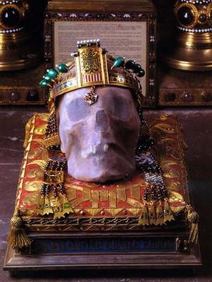 Cráneo del santo en la Catedral de san Vito de Praga.
