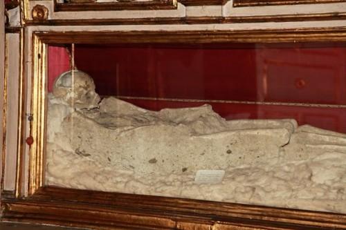 Esqueleto de uno de los mártires. Iglesia de San Juan Bautista, Messina (Italia).