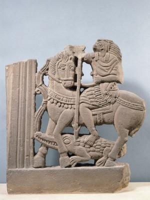 El dios egipcio Horus combatiendo a su tío Set en forma de cocodrilo. Museo Nacional del Louvre, París (Francia).