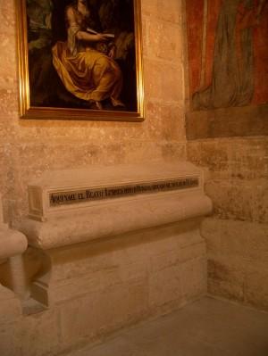 Sepulcro del Beato Lesmes en la catedral de Burgos, España.