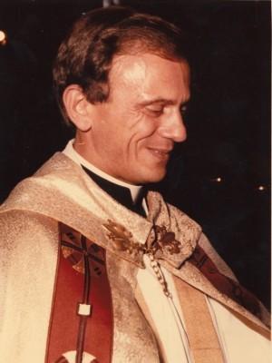 Fotografía del Beato en su hábito sacerdotal.