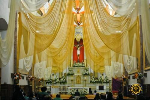 Decoración del templo parroquial durante el novenario a la venerada imagen.