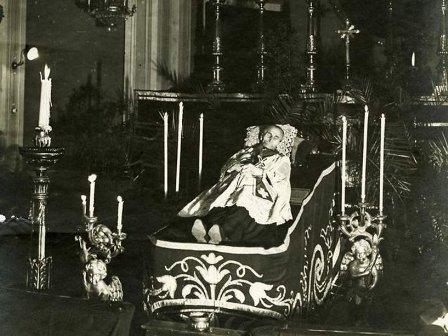 Cadáver del Beato en sus funerales.