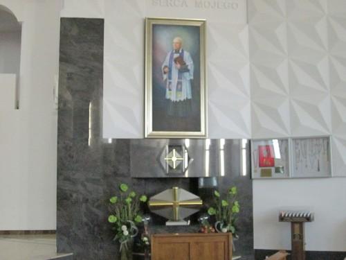 Tumba del Beato en el santuario de la Divina Misericordia de Bialystock, Polonia.