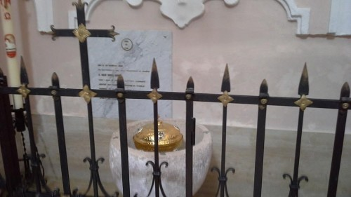 Pila donde fue bautizado el Santo.