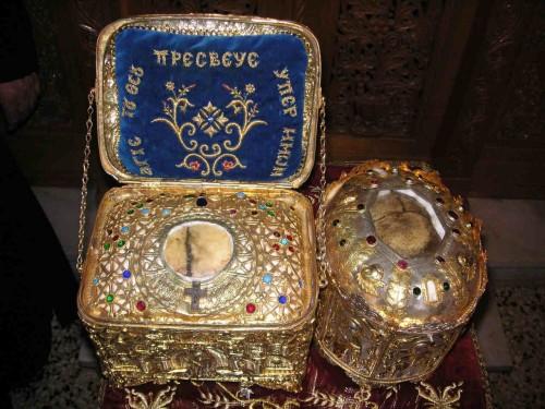 Cráneos de San Filareto el Misericordioso (derecha) y de San Alejo de Edessa (izquierda).