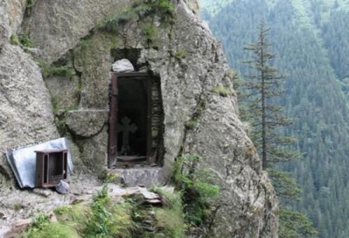 Celda del padre Arsenio Boca en el monasterio de Prislop, Rumanía.
