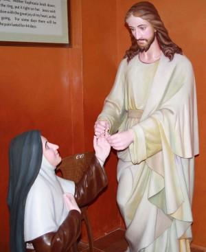 Grupo escultórico de los desposorios místicos de la Santa.