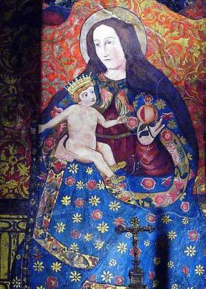 Pintura de la Virgen el el retablo del altar mayor. Huelva, España.