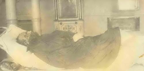 El Santo en su lecho de muerte.
