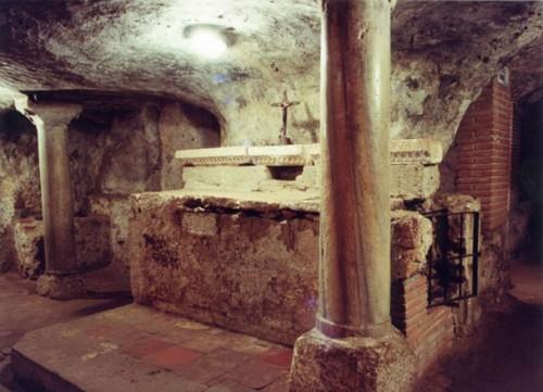 Presunta tumba de San Antíoco de Sulcis en las catacumbas de su iglesia homónima.
