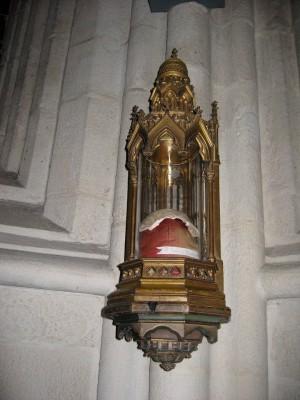 Relicario de parte del cráneo del Beato Juan Descalzo en la catedral de Quimper.