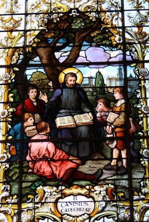 Vidriera en la basílica de Dillingen (Alemania).