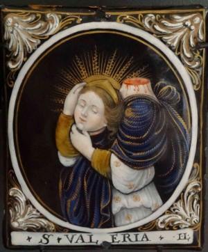 Placa esmaltada de la Santa, obra de Jacques Laudin.