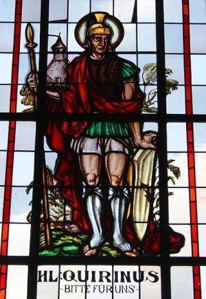 Vidriera en la iglesia de San Remaclo en Uersfeld (Alemania).