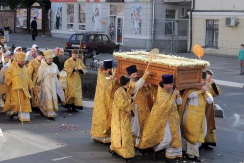Traslado de las reliquias a la Catedral de la Transfiguración de Belgorod.