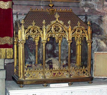 Urna del Santo dentro de la capilla de las reliquias de San Trófimo de Arlés, Francia.