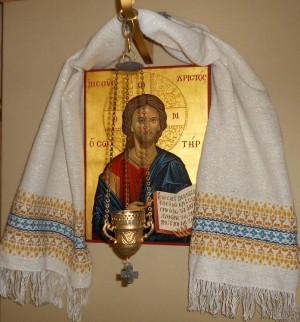 Vista de un stergar o pañuelo sobre un icono ortodoxo del Salvador.