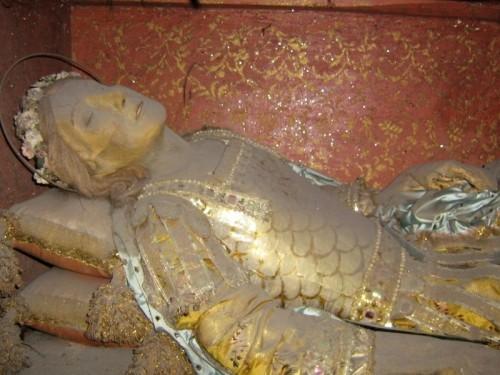 Detalle del busto de la figura que contiene las reliquias de San Feliciano, mártir de las catacumbas venerado en Giugliano, Italia.