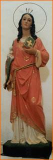 Imagen de la Santa venerada en Follelfo, Cerdeña. Nótense los tres clavos coronando su cabeza.