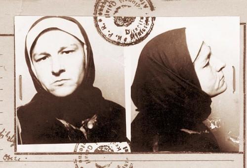 Ficha de la madre Teodosia Latcu en el archivo policial, cuando fue arrestada por el régimen comunista.